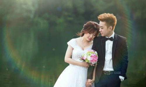 Cặp đôi kết hôn quên nhau trong game